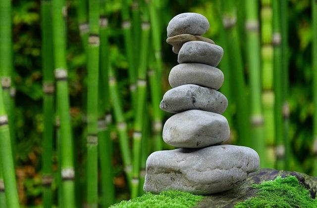 Kamienie ułożone w harmonii