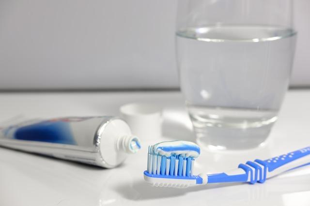 Szczoteczka i pasta do mycia zębów